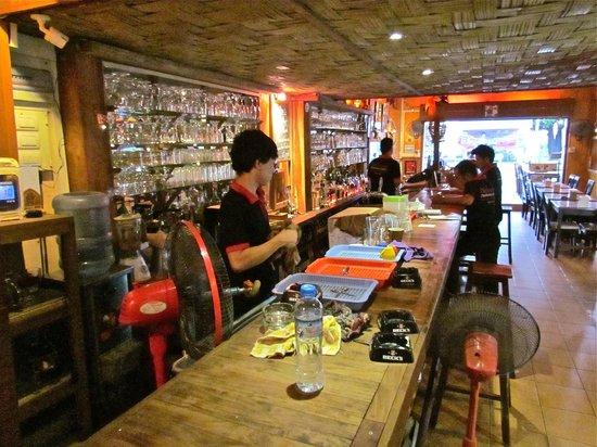 Chokdee Cafe & Belgian Beer Bar: bar area