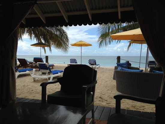 Savvy's at Mount Cinnamon: View to beach from inside the beach bar/restaurant.