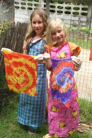 Oasis ed. Phuket: Our very creative young ladies learning how to Tie-Dye in the Kids Creative Craft Workshops!