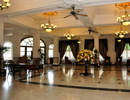 Queens Hotel Kandy: Main Lobby