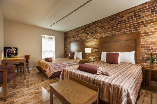 Hotel Quartier des Spectacles: Superior room - 2 queen beds