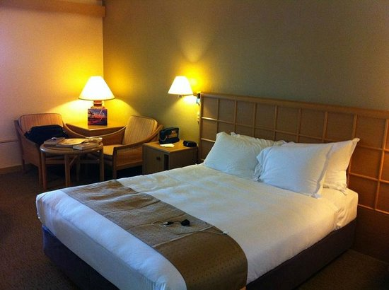 DoubleTree by Hilton Hotel Esplanade Darwin : Queen bed