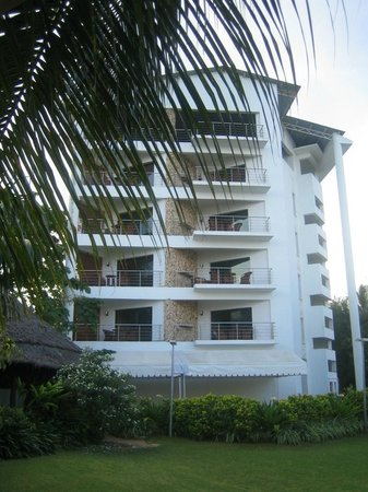 Best Western Coral Beach Hotel: The building