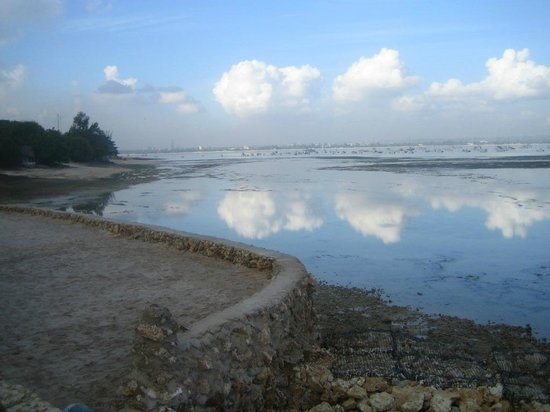 Best Western Coral Beach Hotel: View towards the City