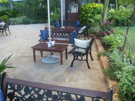 Best Western Coral Beach Hotel: Garden