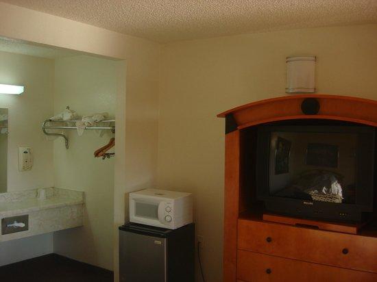 Vagabond Inn Bakersfield South: With microwave