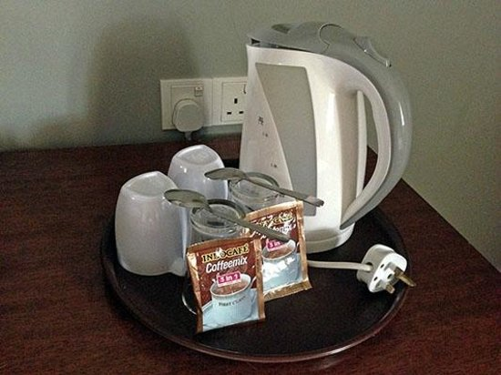 White Lodge Motel: Electric Coffee Pot and Instant Coffee