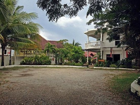 White Lodge Motel: Main Entrance