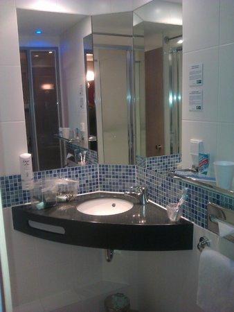 Holiday Inn Express Berlin City Centre-West : Bathroom