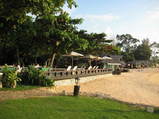 The Sunset Village Beach Resort: Village Gelände am Strand