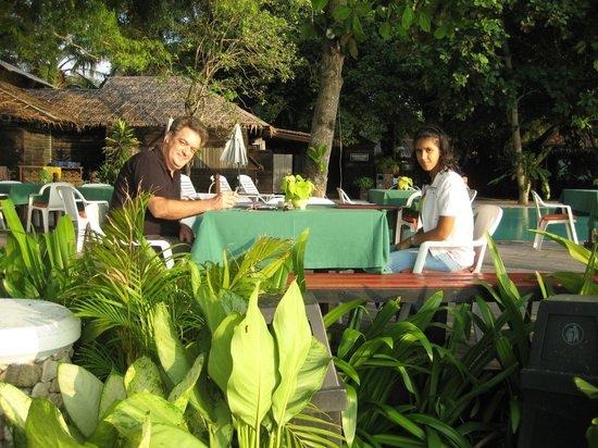 The Sunset Village Beach Resort: Sea-Terrace Restaurant am Strand