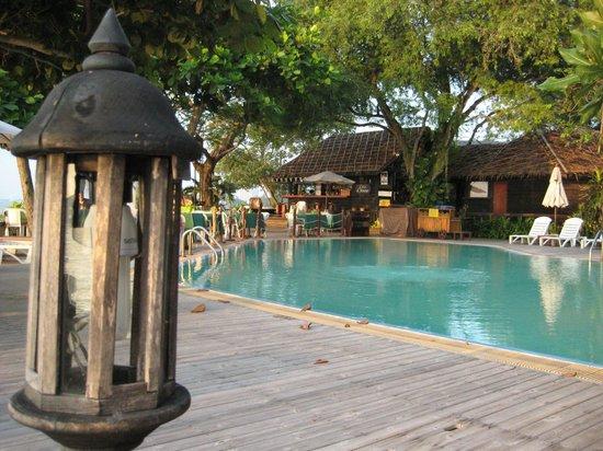 The Sunset Village Beach Resort: Village Gelände mit Pool