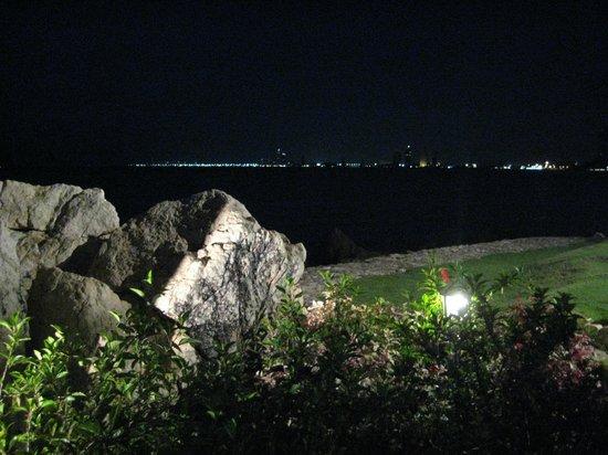 The Sunset Village Beach Resort: Nachtidylle mit Blick auf Jomtien