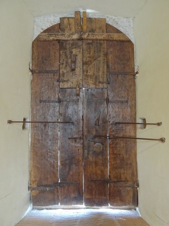 Museo Civico e Diocesano La Castellina Impressive secured door in the Castellina & Impressive secured door in the Castellina - Picture of Museo Civico ...