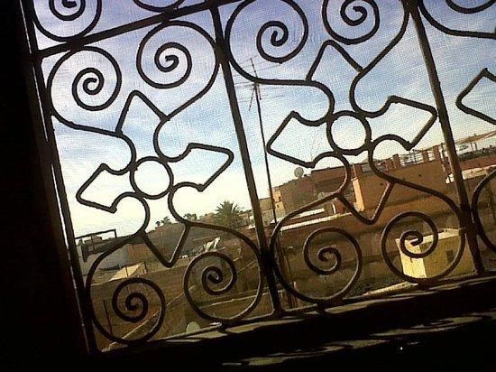 Riad Andalla: la place depuis la fenêtre de la suite Cherms