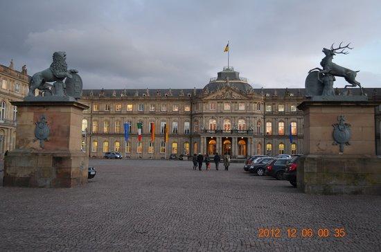 Schlossgarten: 広場の反対側から見ると・・・