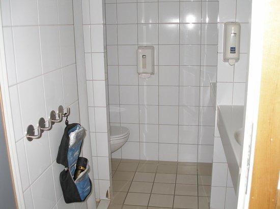 Perminalen Hotel: Bathroom