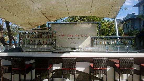 Le Suffren Hotel & Marina: On The Rocks