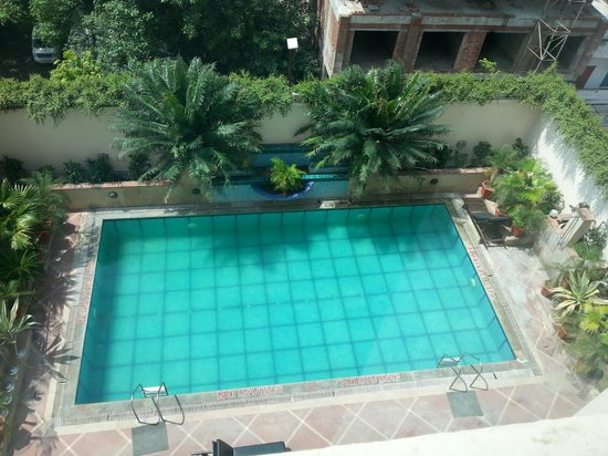 Radisson Hotel Varanasi: Pool side