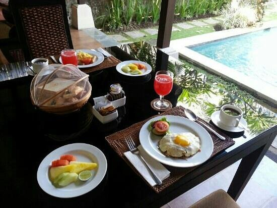 The Sanyas Suite Seminyak: Daily breakfast set