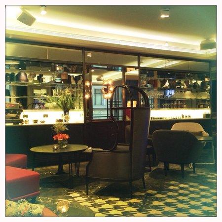 QT Sydney: Guest bar area