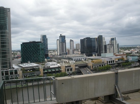 Best Western Riverside Apartments: View towards the Crown Casino