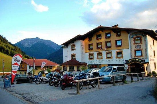 "Hotel Rotlechhof: Blick auf den ""Alt""-Bau"