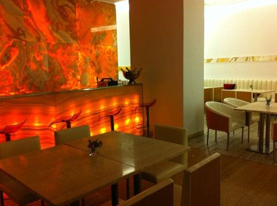 Cafe Onyx: angolo bar - particolare