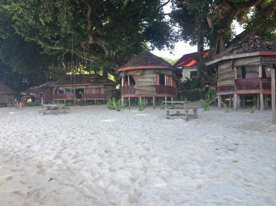 Satuiatua Beach Resort: Beach fales