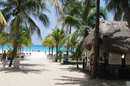 Hotel Riu Playacar: Bajada a la playa