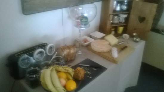 Le Pre Galoffre: Table des petits déjeuners