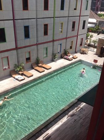 POP! Hotel Kuta Beach : view from room windows do not open.