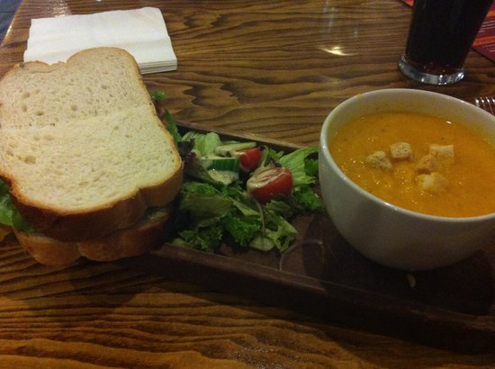 SnowDome: BLT and soup - delicious!