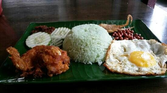 Attap Corner Kopitiam: nasi lemak...special one....yummy