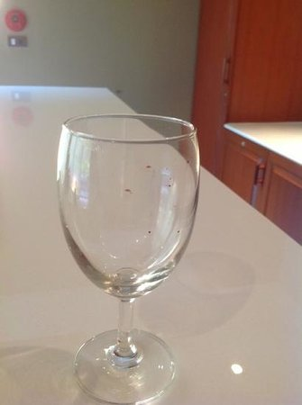 Villa Zolitude Resort and Spa : dirty wine glass from cabinet