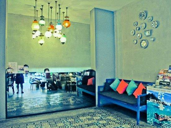 Acca Patong: Lobby