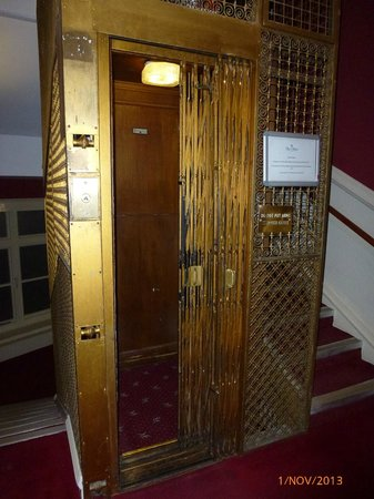 Chine Hotel: Works perfectly fine but small entrance