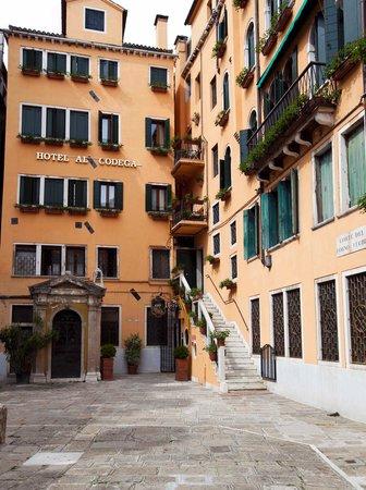 Hotel Al Codega : внутренний двор