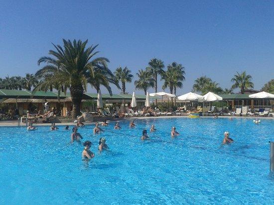 Club Hotel Turan Prince World: Водная гимнастика