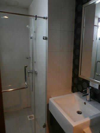 D Varee Diva Bally Silom, Bangkok: Nice Bathroom