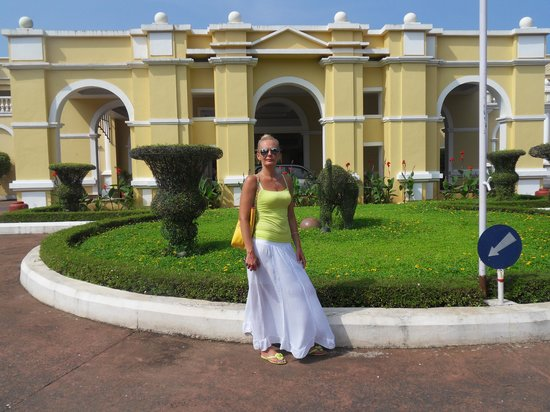 The LaLiT Golf & Spa Resort Goa: przed wejściem do hotelu
