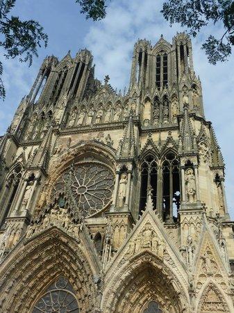 Hotel Gambetta : Façade et Flêches Notre Dame de Reims