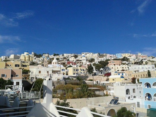 Evgenia Villas & Suites: City view from the breakfast area