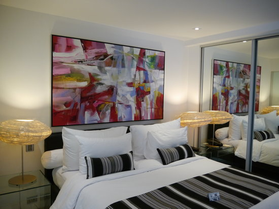 BYD Lofts Boutique Hotel & Serviced Apartments: Bedroom of small apartment