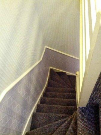 Winrose Hotel: la scala che porta all'ultimo piano