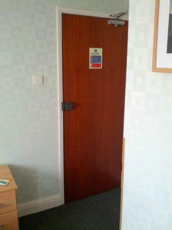 Winrose Hotel: la porta d'ingresso della camera numero 12