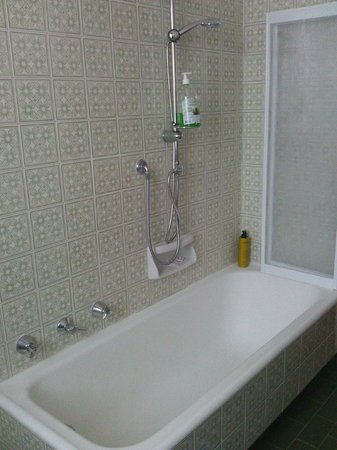 Bed and Breakfast Agli Aceri: The bathtub