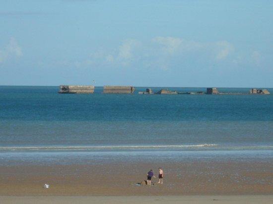 Remains Mulberry Harbour : Mulberry beaches