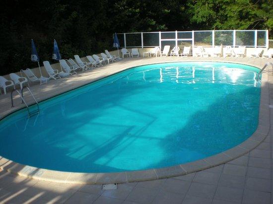 Le Belle Rive Hotel: Spacious swimmimg pool