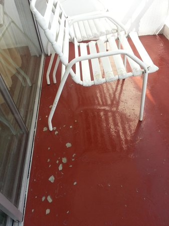 The Jamaica Pegasus Hotel: Dirty balcony, plastic chairs and worn floor tiles.